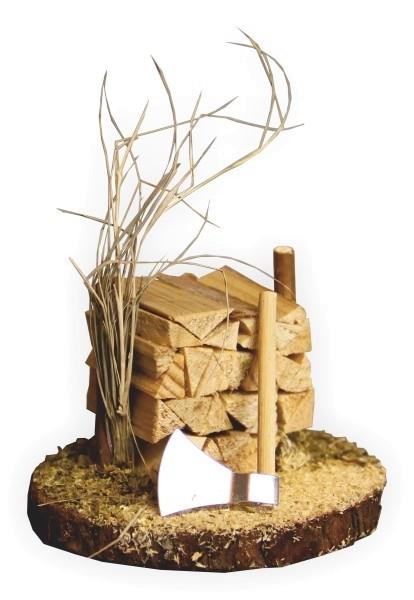 Holzstapel mit Axt