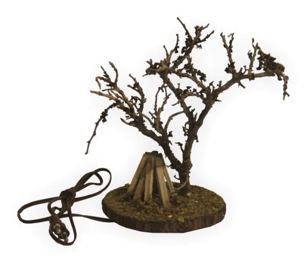 Feuerstelle mit Baum